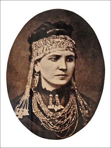 Sofia Schliemann con las joyas del Tesoro de Príamo