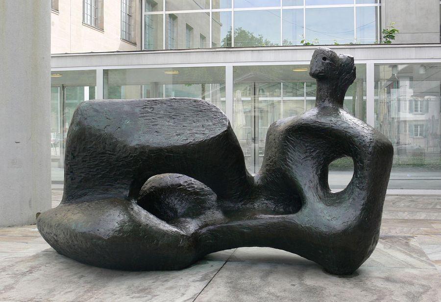 Moore_Große_liegende_Frauenfigur_1957_Zürich